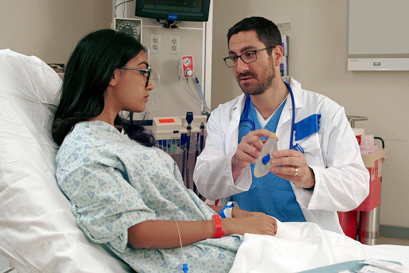 Los médicos pueden usar los modelos quirúrgicos adaptados al paciente para explicar la operación de antemano, con lo que el paciente tiene un consentimiento mejor informado y aumenta su tranquilidad.