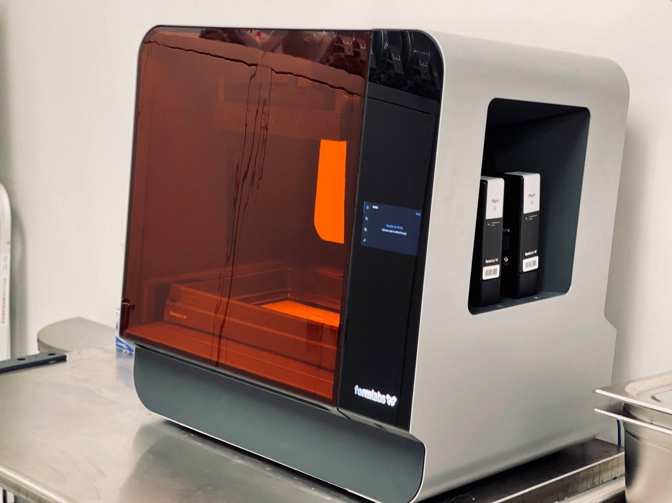 Magnas Form 3L, bestückt mit Rigid 10K Resin