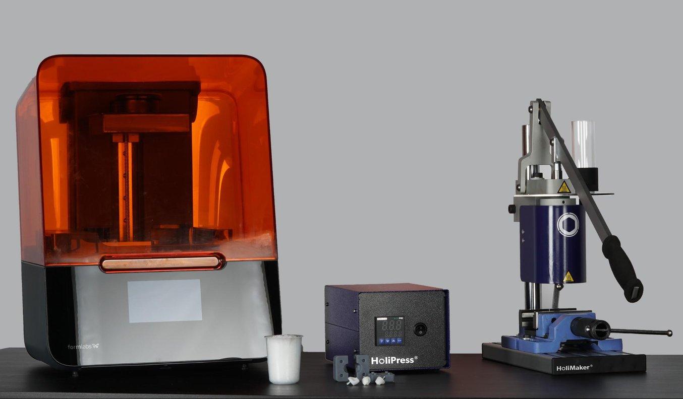 La Holipress à côté del'imprimante Form3.