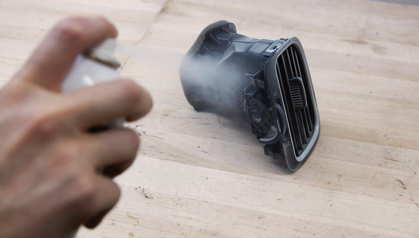Sprühen sie das Objekt mit einem temporären Mattierungspulver ein, um die Scangenauigkeit zu steigern.