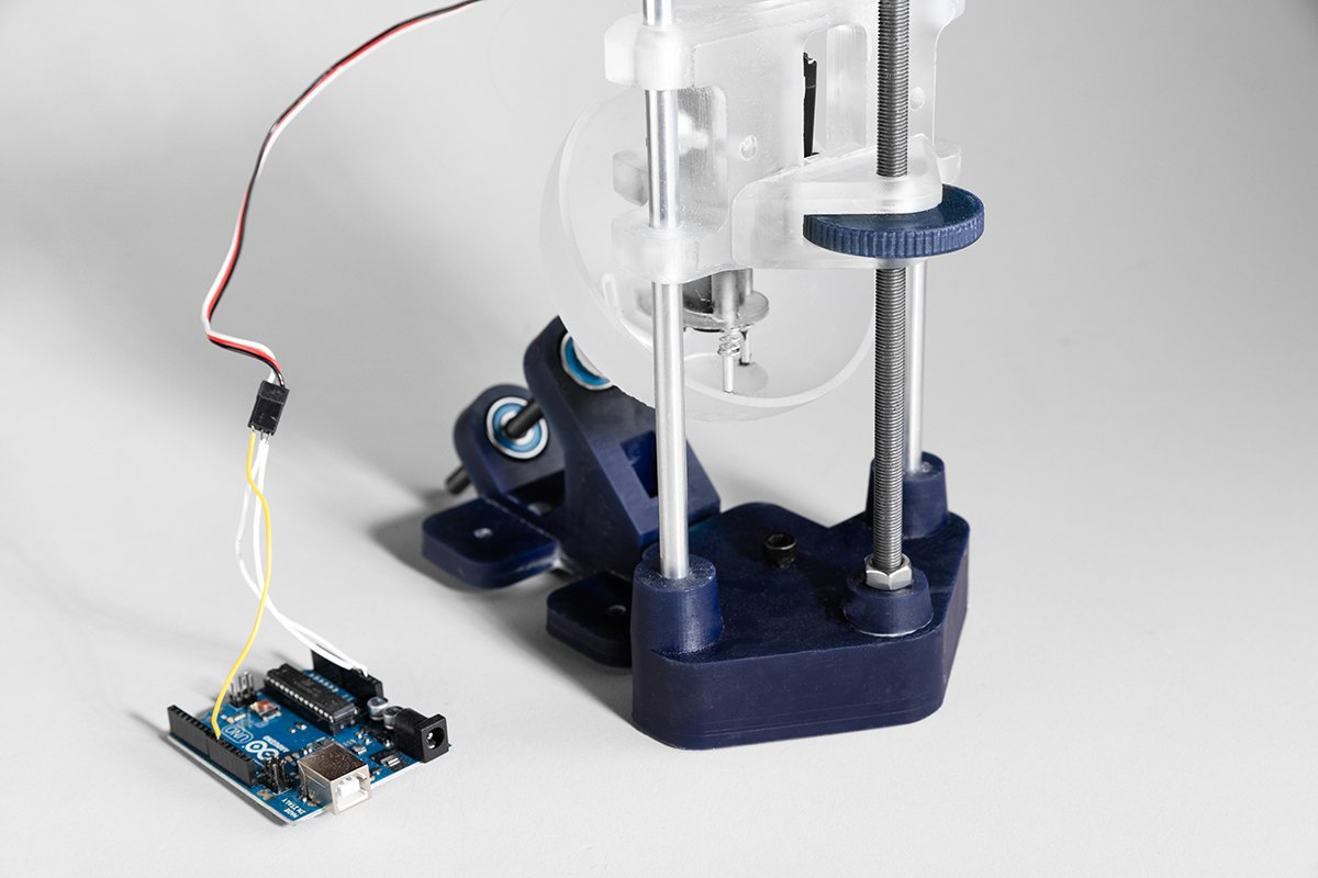 The speed of the lens's rotation in the lens polishing machine is controlled by an Arduino.
