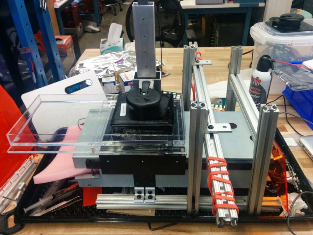 Der erste funktionale Prototyp des Form 2 3D-Druckers.