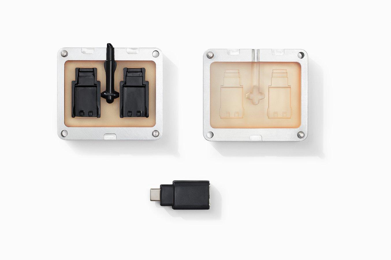 Per SLA-3D-Druck können Formen für den Spritzguss mit kleinen Serien aus hitzebeständigem Kunstharz hergestellt werden.