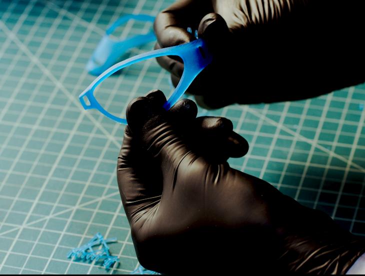 Posacabado - Retira con facilidad los soportes despegables con un toque ligero tras la impresión y pasa las piezas a la Form Wash y la Form Cure para un lavado y poscurado smplificados.