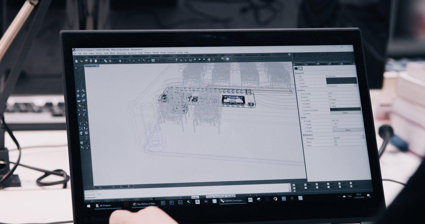 L'équipe de birdkids a testé 30 à 50 versions du boitier en en ajustant l'aspect et les éléments fonctionnels internes, pour suivre l'évolution de la carte de circuit imprimé, des capteurs et des autres composants électroniques.