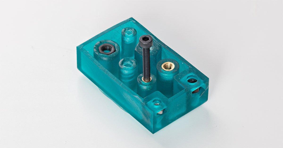 Fügen Sie 3D-gedruckten Teilen Metallgewinde hinzu, um eine robuste mechanische Befestigung zu gewährleisten.