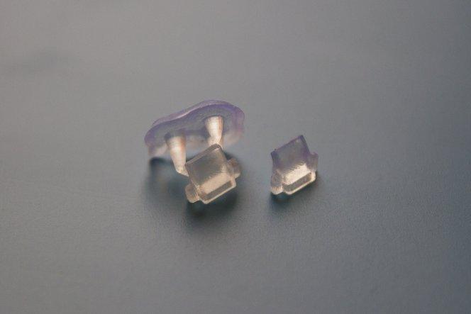 Nach dem Spülen können die Teile mit Novus 1 Acrylglasreiniger (oder der Politur Ihrer Wahl) poliert werden.