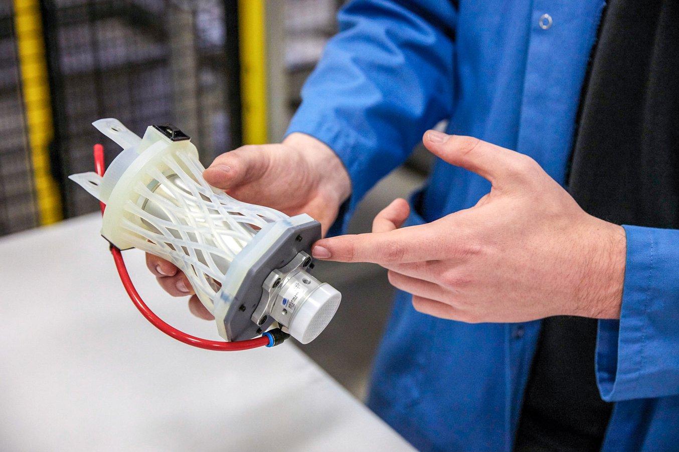 Il design è stato stampato in 3D con la Durable Resin di Formlabs, che Williams considera più adatta per questa applicazione, data la sua elasticità.