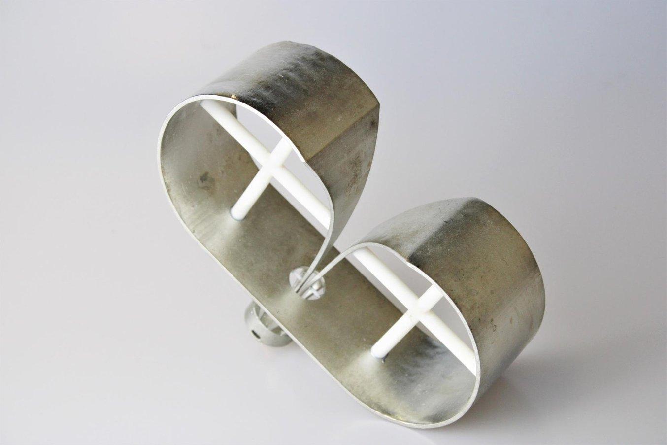 Un'antenna a cono TEM stampata in 3D e galvanizzata in modo selettivo, progettata da Julien Haumant, ingegnere del dipartimento di ricerca e sviluppo di Elliptika.
