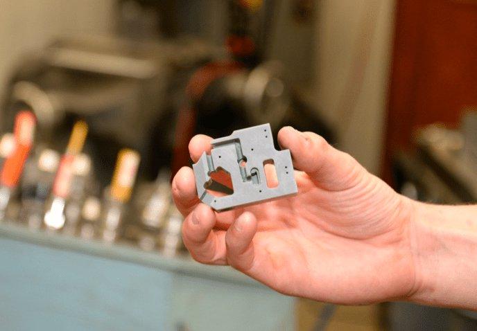 Modelo de comunicación de A&M Tool and Design, impreso con la Grey Resin