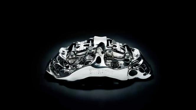 La pinza freno monoblocco a otto pistoni di Bugatti è il più grande componente funzionale al mondo in titanio prodotto mediante stampa 3D. (fonte: Bugatti)