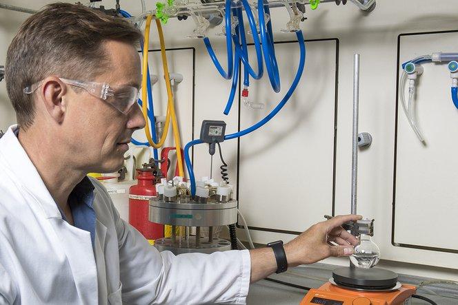Dr. Stephen Hilton, enseignant chargé de cours à l'École de pharmacie de l'University College de Londres (UCL)