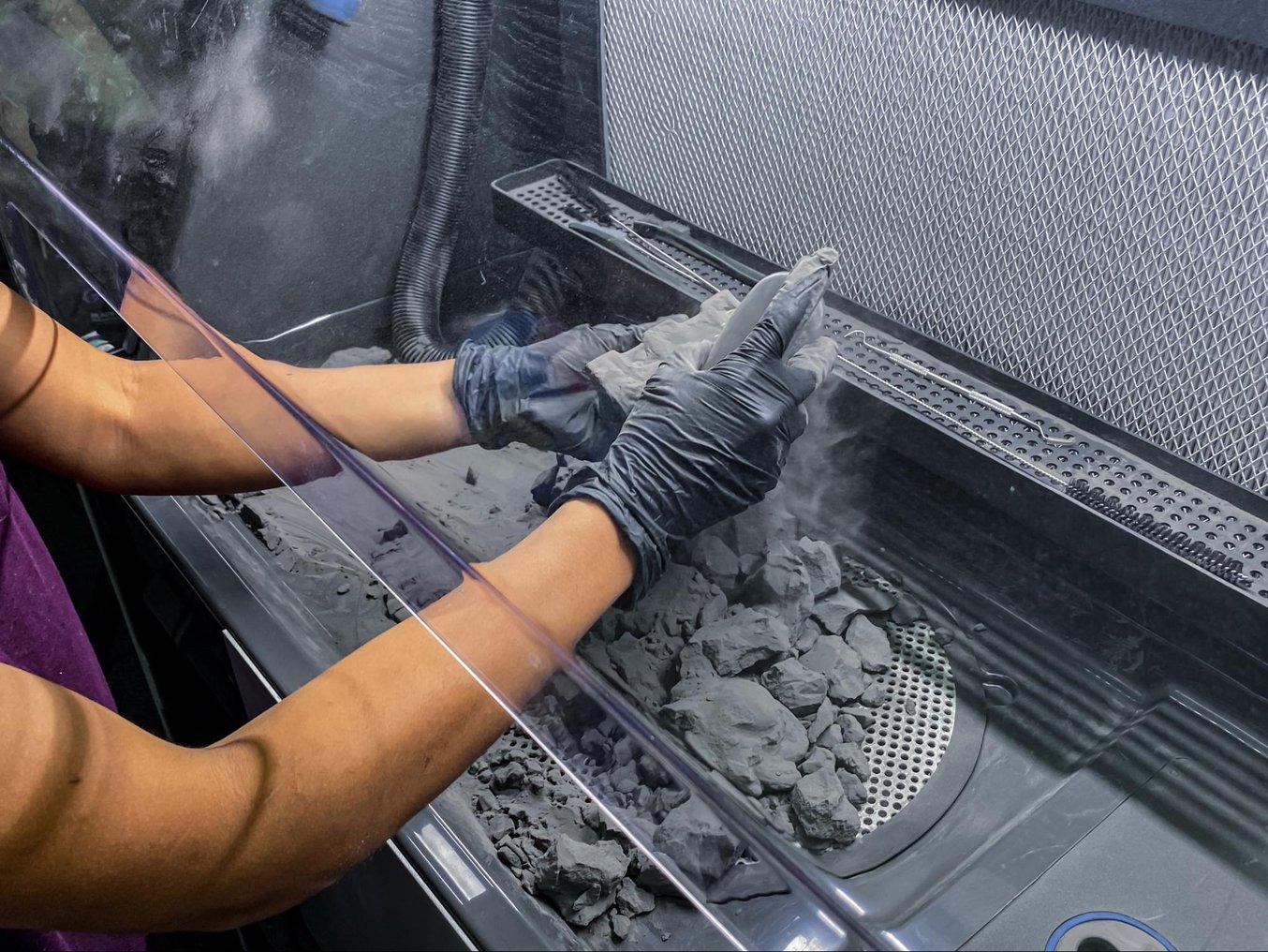 La Fuse Sift puede dosificar y mezclar el polvo usado y el polvo nuevo de manera automática para que puedas reducir los residuos y controlar tu suministro de polvo.