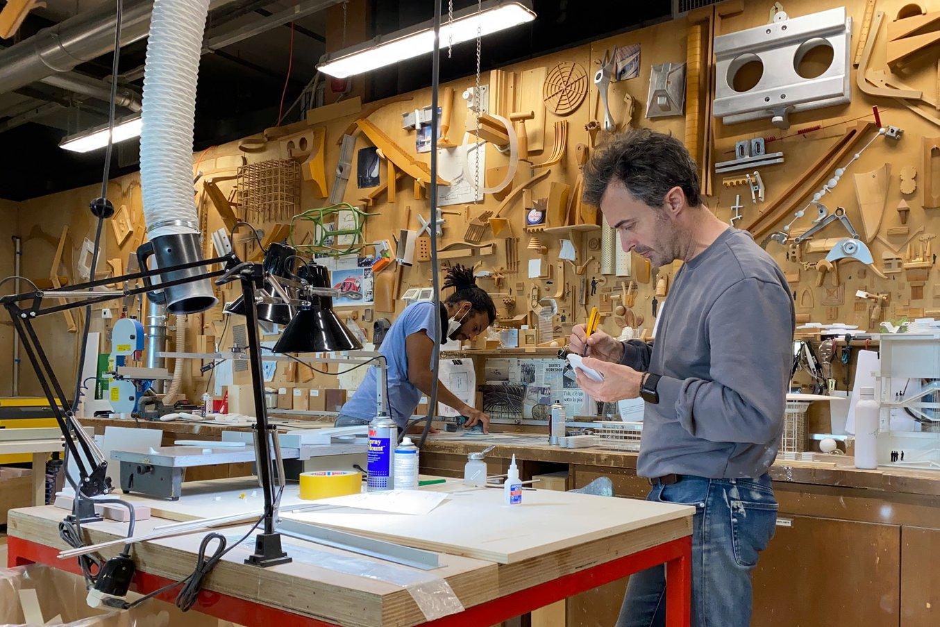 Francesco Terranova et Dimitri Lange, concepteurs de maquettes chez RPBW. Pour chaque projet, ils fabriquent des centaines de maquettes à grande et petite échelle pour tester les différentes propositions.