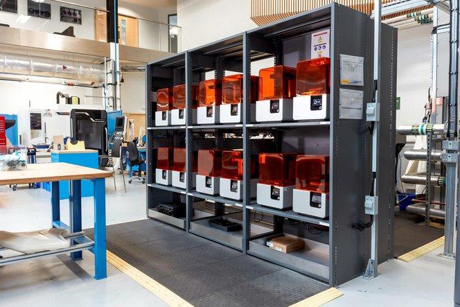 Cocking e il Design and Prototyping Group hanno in programma di replicare il modello della postazione di stampa 3D presso altre strutture dell'AMRC e di partner industriali.