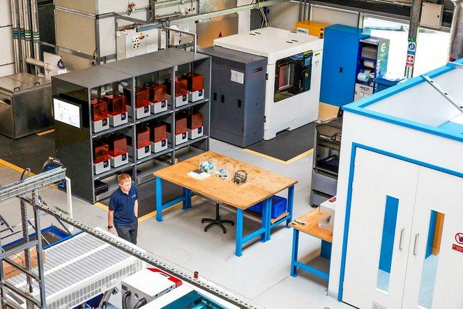 Shaw ha stampato le parti utilizzando la nuova postazione di stampa 3D dell'AMRC, che ospita una flotta di 12 stampanti 3D stereolitografiche Form 2.