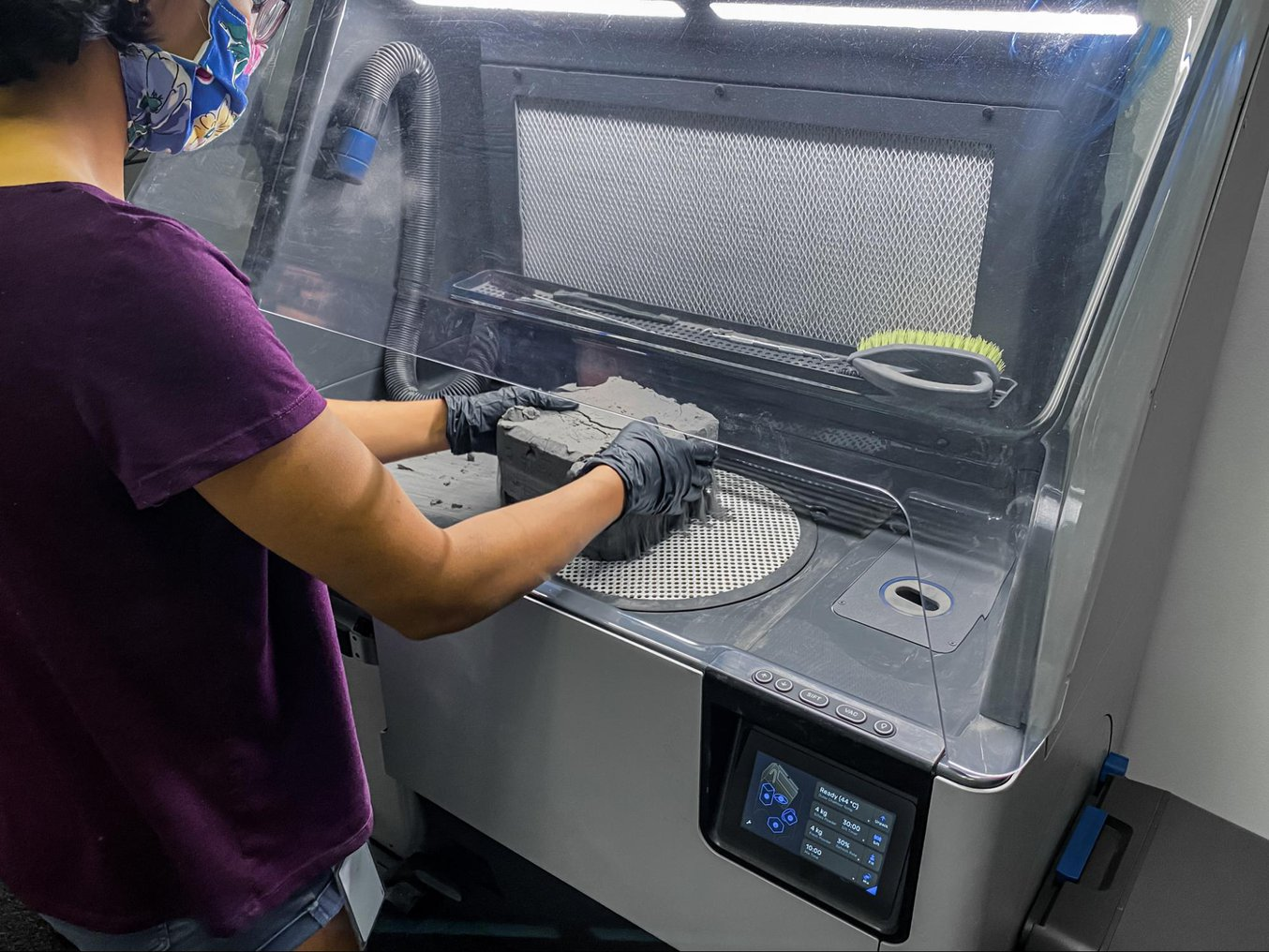 For the Fuse 1, Fuse Sift completes the SLS printing workflow. It offers a safe and efficient system for extracting prints and recycling powder.