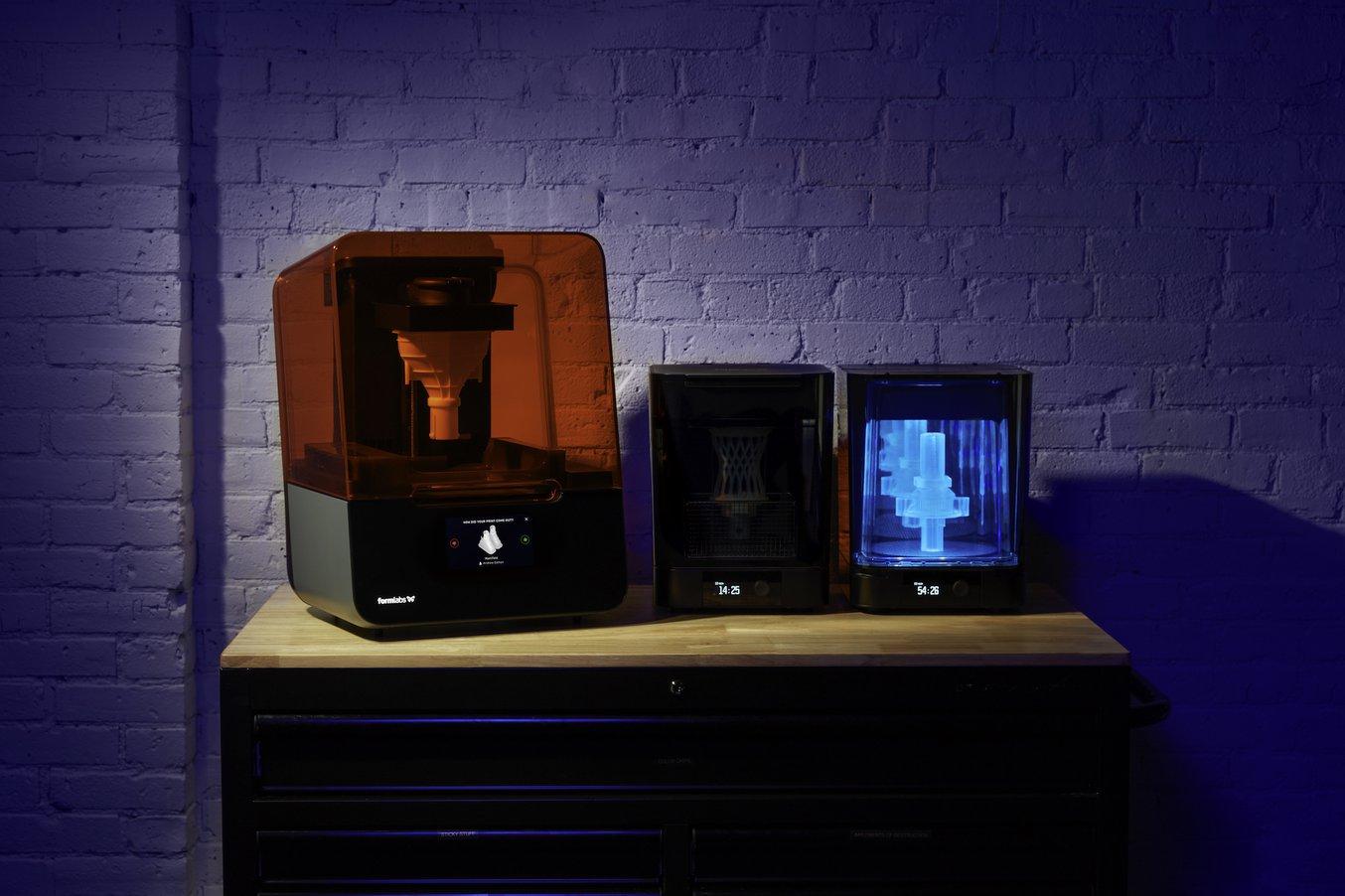 Der Form Cure, die Nachhärteeinheit von Formlabs, maximiert die Materialeigenschaften von SLA-3D-Drucken.