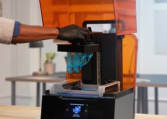 highlight image for The Ultimate Guide to Stereolithography (SLA) 3D Printing