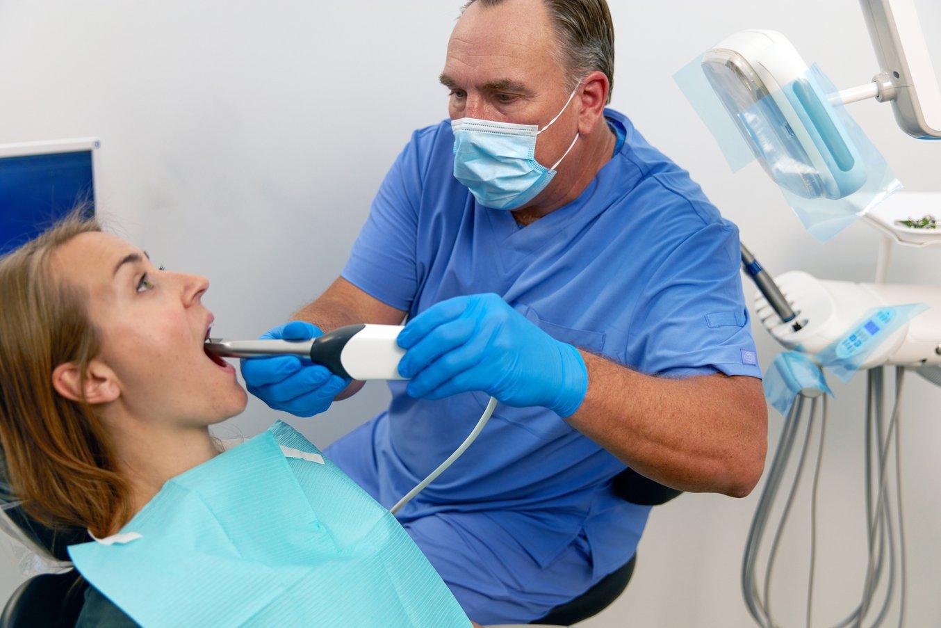 Внутриротовые сканеры сокращают время в кресле стоматолога и общие трудозатраты, снижают затраты на материалы и на доставку оттисков в стоматологическую лабораторию.