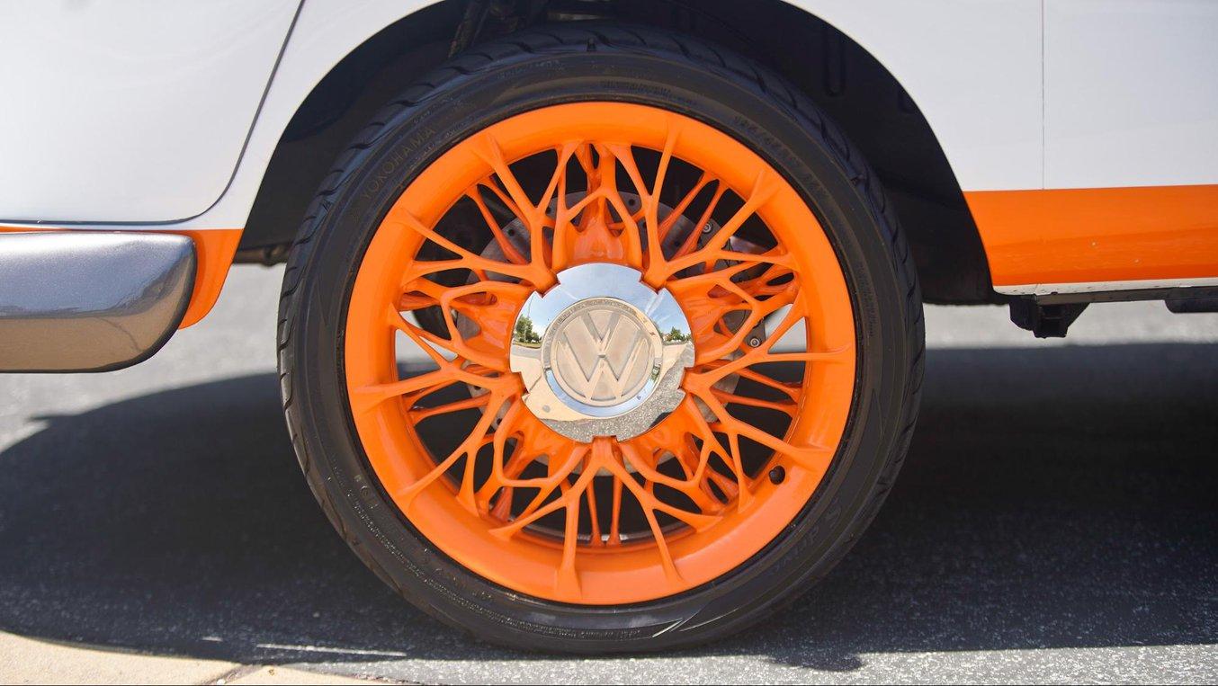 I coprimozzi di questo Microbus Volkswagen sono stati stampati in 3D su unastampante 3D SLA di Formlabse poi elettroplaccati e lucidati per farli assomigliare a parti in acciaio cromato. (immagini: VW)