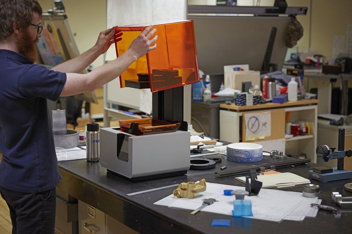 Das Technikteam von A&M Tool verwendet den Form 2 3D-Drucker regelmäßig, um Teile für die Prototypisierung, Werkzeugzeugausstattung und mehr herzustellen.