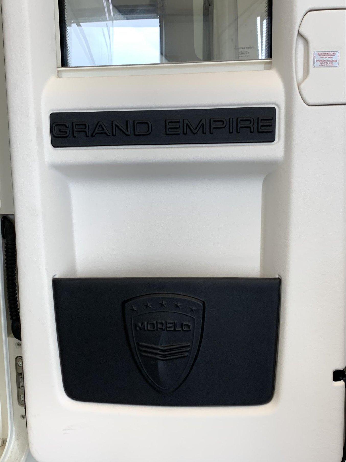Die 3D-Leder-Teile eingesetzt in der Tür des Luxus-Wohnmobils.