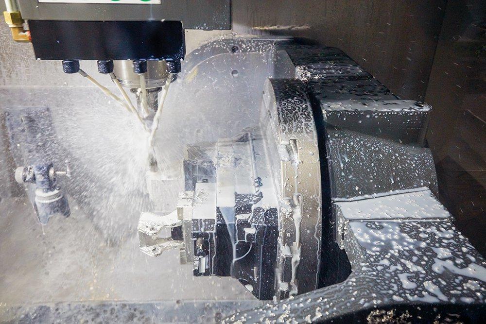 L'officina Ringbrothers ha acquisito le proprie attrezzature interne, dalle stampanti 3D alle frese CNC, per rafforzare i workflow di sviluppo e produzione dei prodotti.