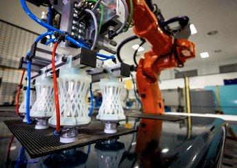 highlight image for Herstellung von komplexen Greiferhalterungen für einen Pick-and-Place-Roboter