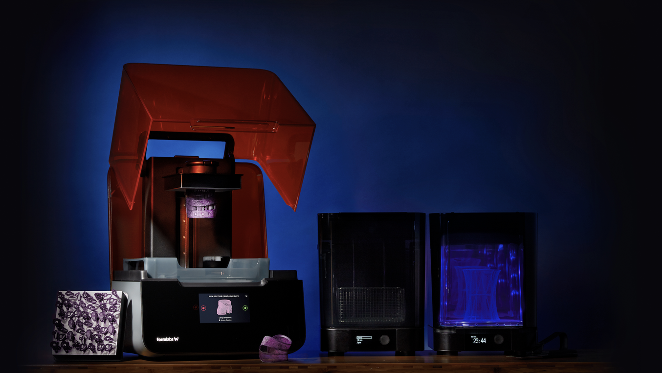 Las impresoras 3D de escritorio de alta resolución como la Form 3 de Formlabs han hecho que la impresión 3D de joyería sea accesible para diseñadores independientes, así como para las grandes fundiciones.