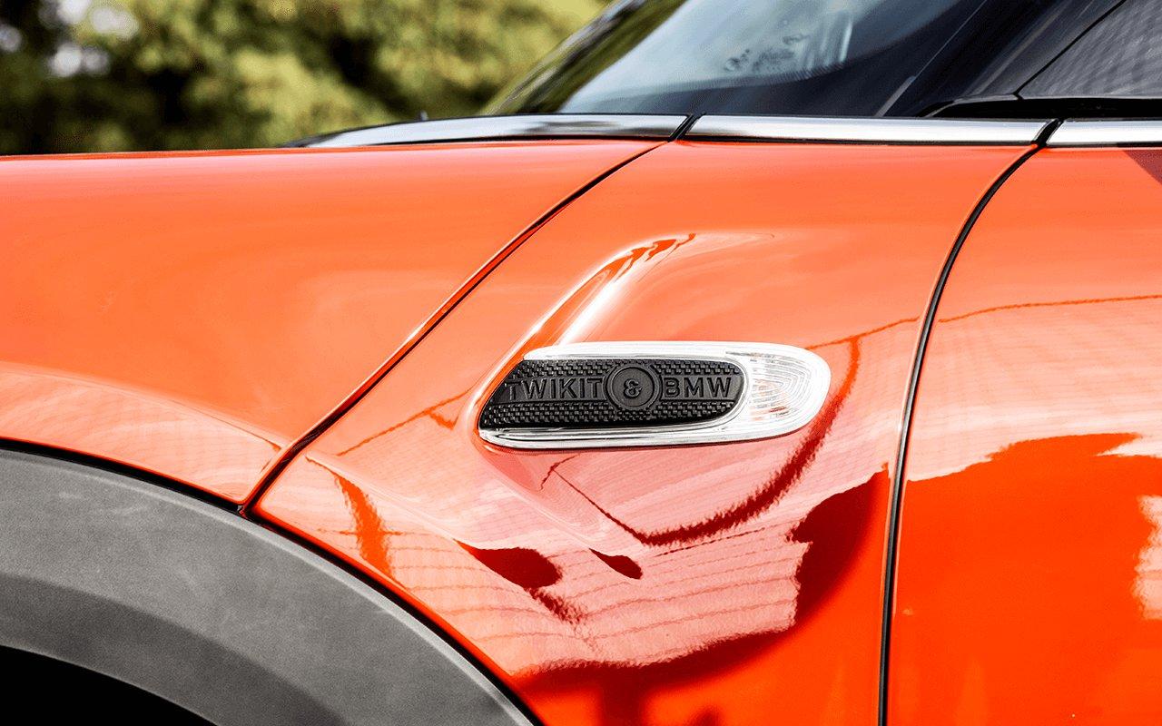 Dank der Zusammenarbeit von MINI mit Twikit erhalten Kunden die volle Kontrolle über das Design und können Innen- und Außenkomponenten ihres Fahrzeugs individuell anpassen. (Quelle: Twikit)