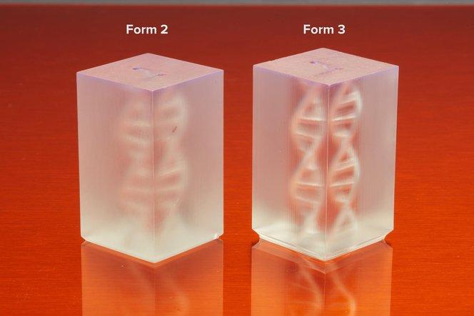 Il serbatoio resina flessibile usato nella stampa 3D LFS riduce le forze di distacco; ne risultano parti più trasparenti con un finitura superficiale liscia, come questi modelli stampati in 3D con Clear Resin.