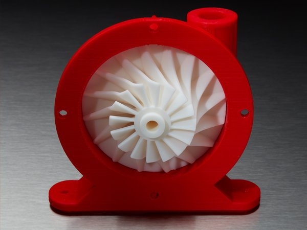 3D-gedrucktes Teil mit FDM-Gehäuse und SLA-Laufrade