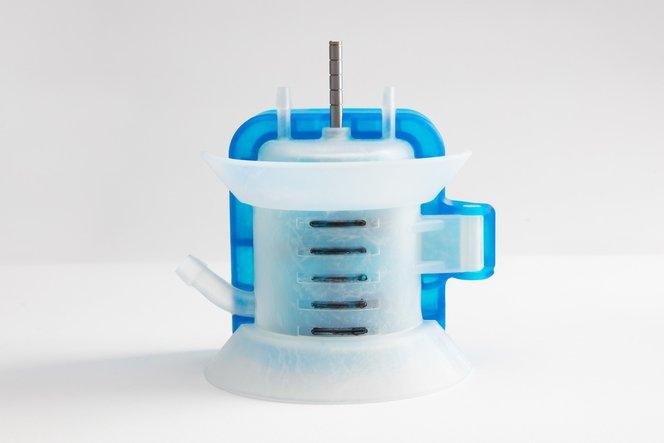 Vorrichtung mit Scharnier zum Aufbringen von Füllstandsmarkierungen, gedruckt mit Tough Resin und Durable Resin.