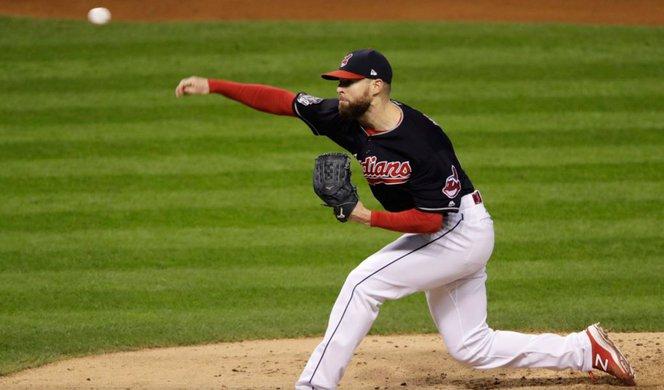 un joueur de baseball portant des chaussures avec des composants imprimés en 3d