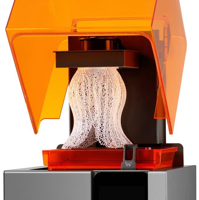 La stampante 3D SLA Form 2 ha un'alta risoluzione per l'asse Z e delle dimensioni minime dei dettagli ridotte sul piano XY, consentendo quindi di realizzare particolari precisi.