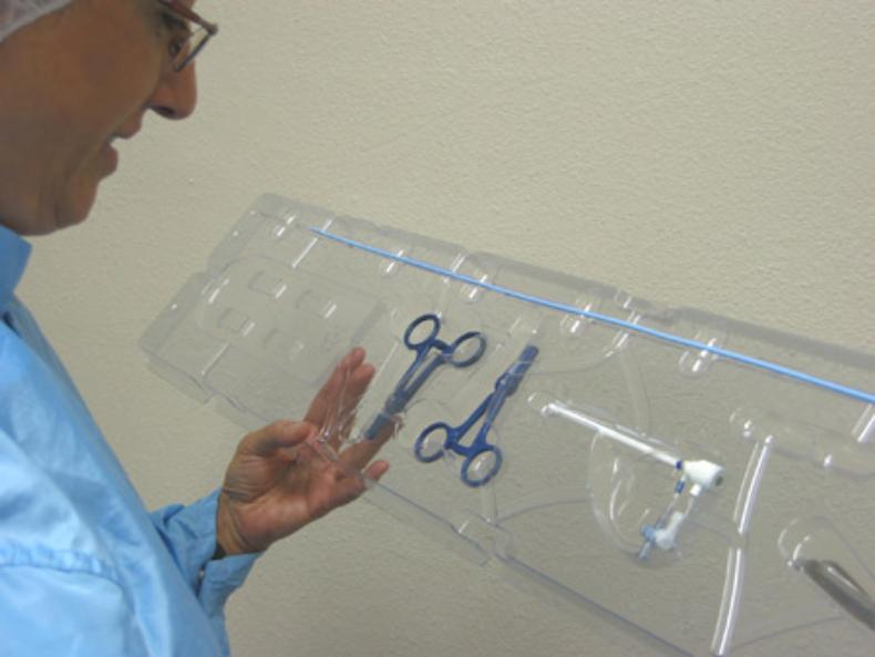 Diese tiefgezogene Schale fixiert medizinische Komponenten. (Quelle)