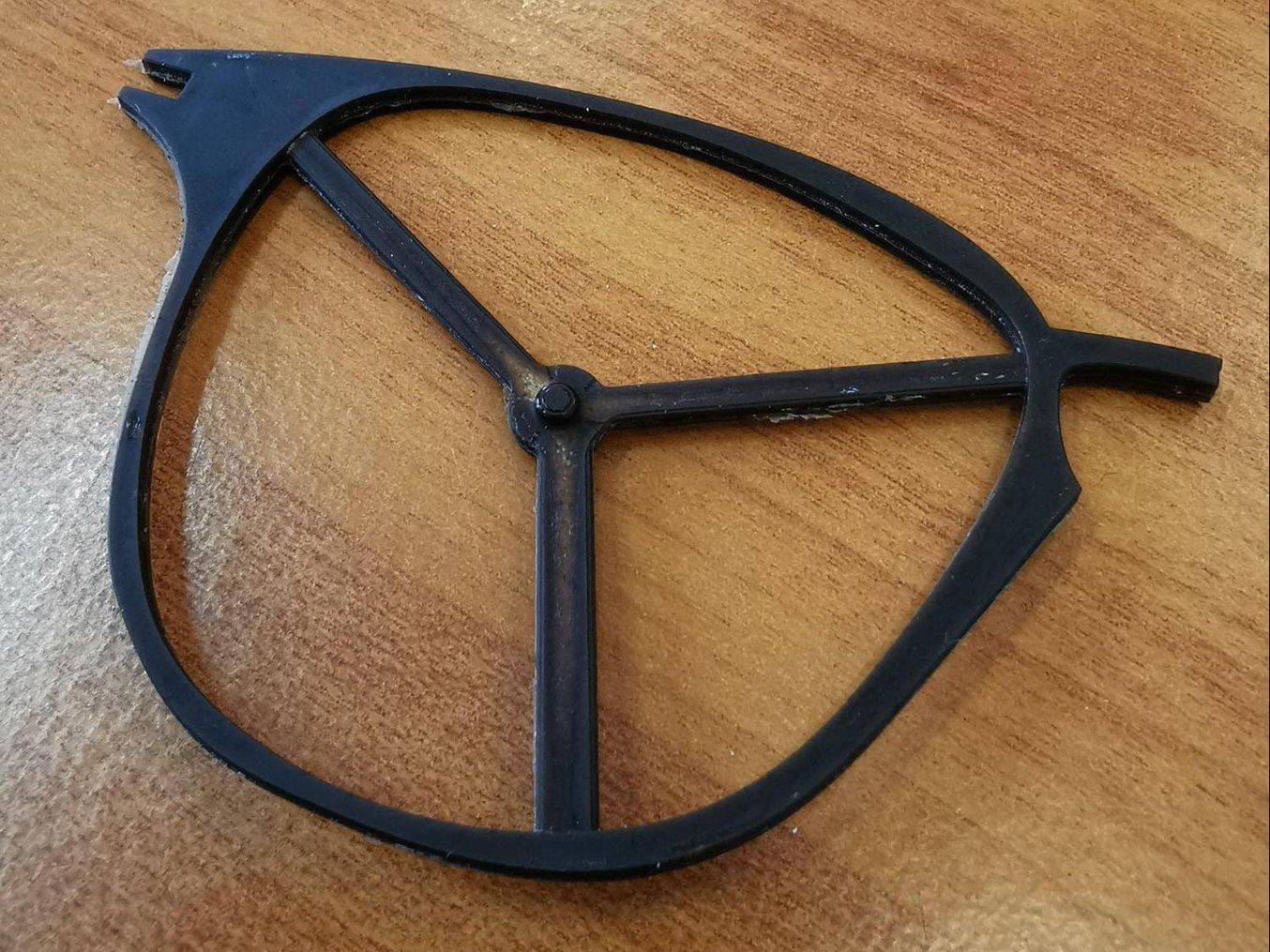 Une monture de lunettes fabriquée avec des moules imprimés en3D.