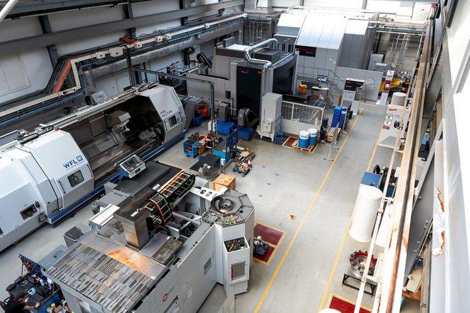 La struttura Factory 2050 presso l'AMRC con sullo sfondo la fresatrice che Sleath e il team hanno usato per i test.