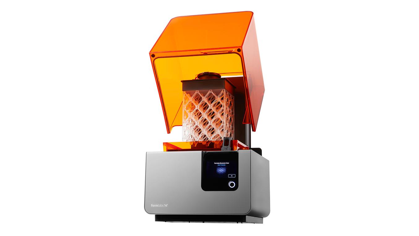 Heute ist Formlabs einer der Innovationspioniere in Sachen Stereolithographie und macht nicht nur günstigere Systeme verfügbar, sondern entwickelt auch spannende neue Materialien und öffnet so den 3D-Druck für neue Anwendungen in verschiedenen Branchen und